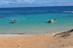 10-Clear waters of ningaloo Reef-Cape range - Cooper Tires Australia
